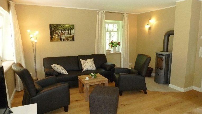 wohnzimmer mit kamin bilder ferienhaus schweriner. Black Bedroom Furniture Sets. Home Design Ideas